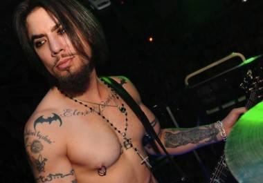 Dave Navarro being his usual douche-self