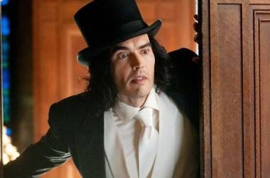 Russell Brand in Arthur (2011).