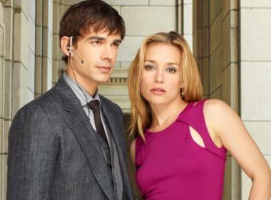 Christopher Gorham and Piper Perabo in Covert Affairs.