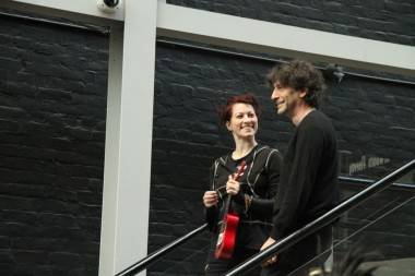 Amanda Palmer and Neil Gaiman at Fluevog Shoes Vancouver photo