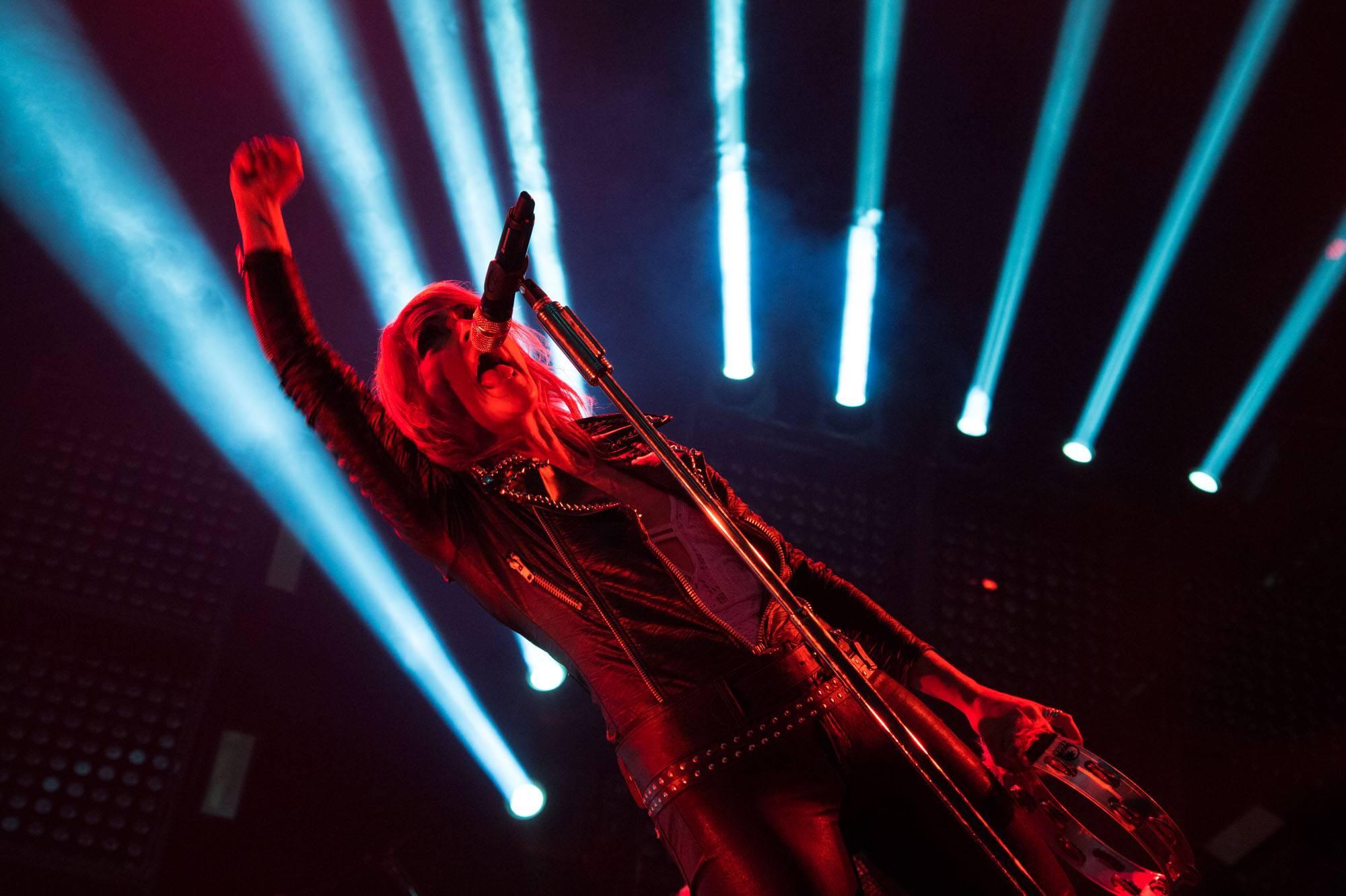 Metric at the Thunderbird Arena, Vancouver, Apr. 1 2016. Kirk Chantraine photo.