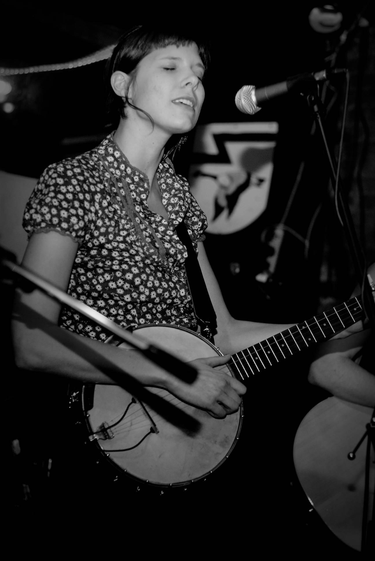 Allison de Groot on claw-hammer banjo.