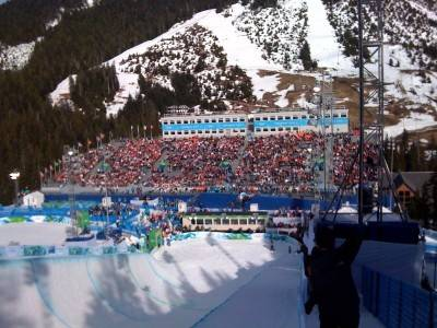Shaun White over the crowd at men's snowboard half pipe qualifications