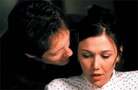 James Spader and Maggie Gyllenhaal in Secretary (2000).