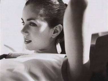 Mia Kirshner photo