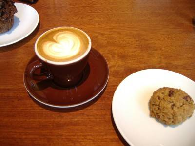 A cappuccino and oatmeal cookie at the Elysian Room. Sonia Stastny photo