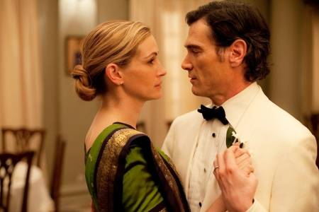Julia Roberts dances with Billy Crudup in the movie Eat Pray Love.