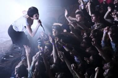 Alice Glass with Crystal Castles live