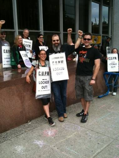 Steve Earle on the Canada Post picket line.