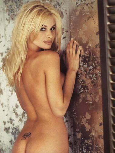 Bobbie Brown nude