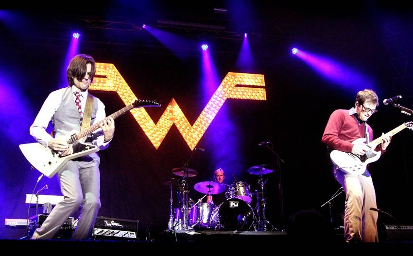 Weezer Live at Squamish Aug 21 2011. Tamara Lee photo