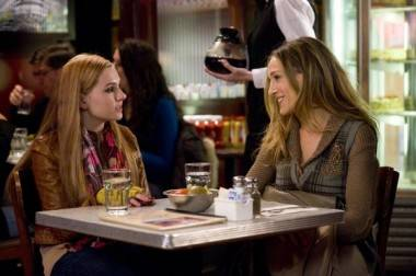 Abigail Breslin and Sarah Jessica Parker New Year's Eve movie still
