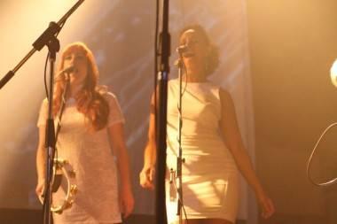 spiritualized backup singers photo