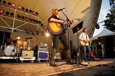 Lucinda Williams concert photo