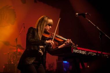 Anna Bulbrook with Airborne Toxic Event Vancouver Vogue